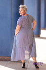 Trapezowa sukienka w paski biało-granatowa (3)