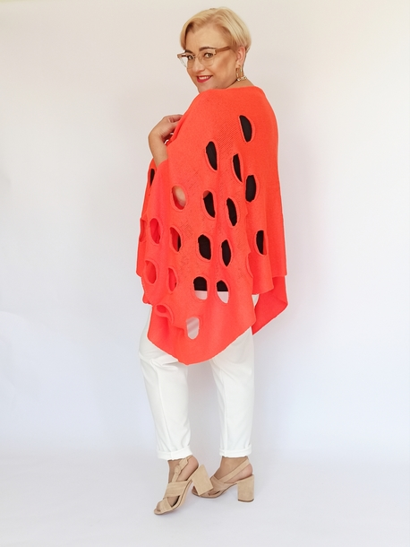 Ponczo sweterkowe w dziury neon pomarańcz