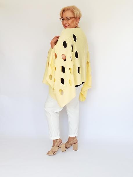 Ponczo sweterkowe w dziury bananowe