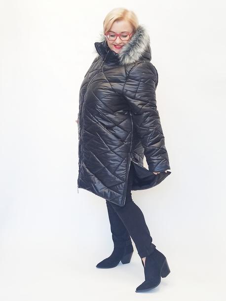 Płaszcz pikowany - kaptur z futerkiem czarny